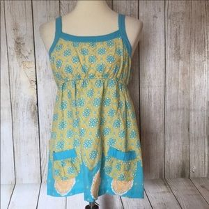 Cute sleeveless printed top w/ pockets